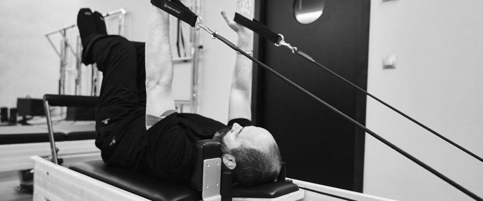 Beneficios de practicar Pilates máquina o con reformer