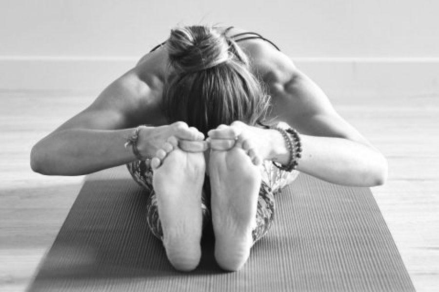 Asanas o posturas de flexión hacia delante en Yoga
